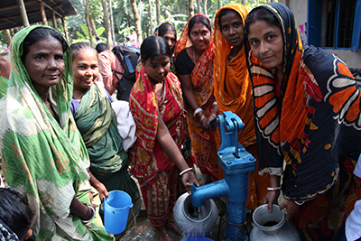 Bangladesh - Women at the well