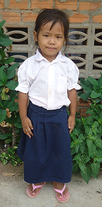 Srey-Pow who is 5 years old from Cambodia and waiting for a sponsor.